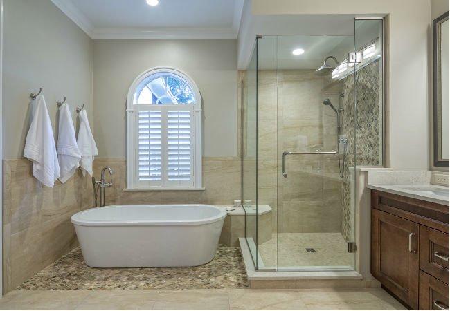 5 tapaa muuttaa kylpyamme suihkuksi